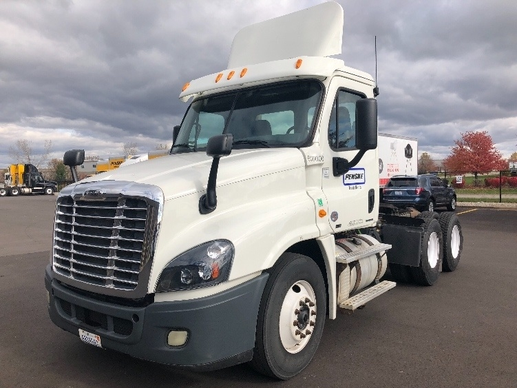 Day Cab Tractor-Heavy Duty Tractors-Freightliner-2012-Cascadia 12564ST-KENTWOOD-MI-233,610 miles-$36,000