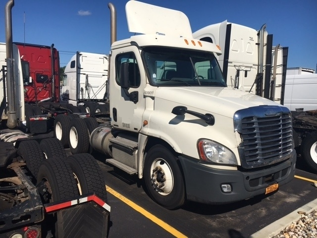 Day Cab Tractor-Heavy Duty Tractors-Freightliner-2012-Cascadia 12564ST-WEST BABYLON-NY-513,700 miles-$14,000