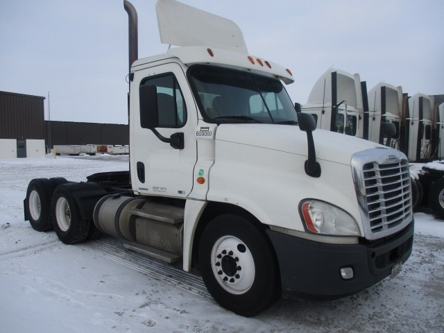 Day Cab Tractor-Heavy Duty Tractors-Freightliner-2012-Cascadia 12564ST-PERRYSBURG-OH-670,000 miles-$12,000