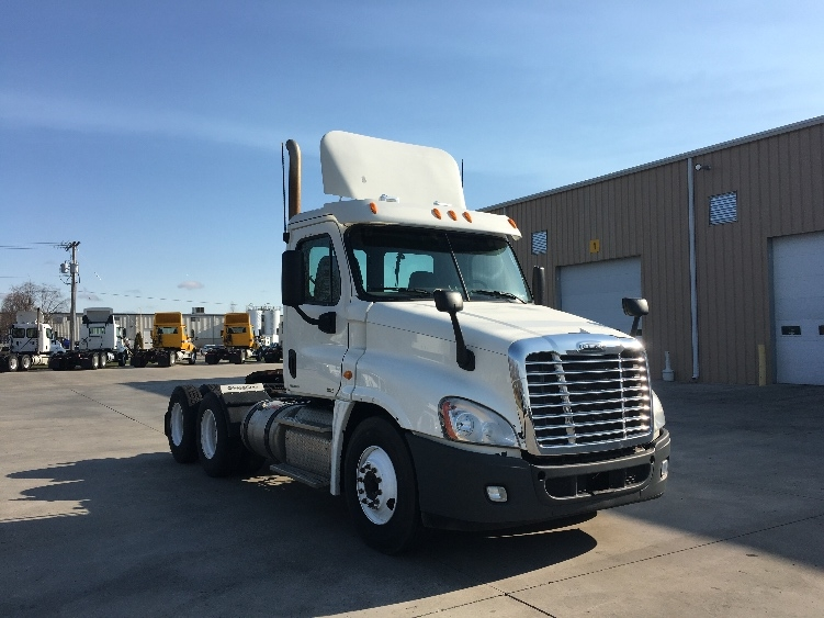 Day Cab Tractor-Heavy Duty Tractors-Freightliner-2012-Cascadia 12564ST-GOSHEN-IN-144,438 miles-$46,750