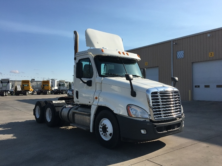 Day Cab Tractor-Heavy Duty Tractors-Freightliner-2012-Cascadia 12564ST-GOSHEN-IN-128,114 miles-$47,000