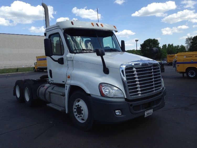Day Cab Tractor-Heavy Duty Tractors-Freightliner-2012-Cascadia 12564ST-EAGAN-MN-691,200 miles-$27,000