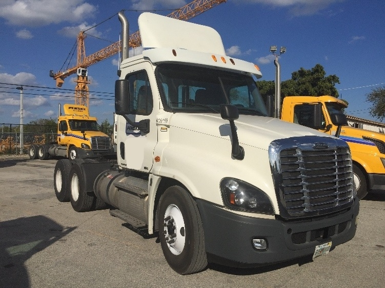 Day Cab Tractor-Heavy Duty Tractors-Freightliner-2012-Cascadia 12564ST-POMPANO BEACH-FL-176,651 miles-$49,250