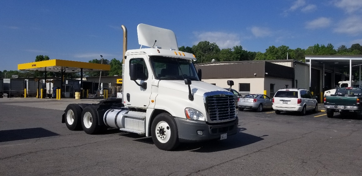 Day Cab Tractor-Heavy Duty Tractors-Freightliner-2012-Cascadia 12564ST-DALTON-GA-307,259 miles-$41,500