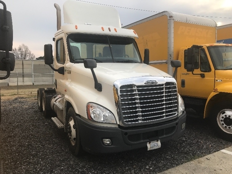 Day Cab Tractor-Heavy Duty Tractors-Freightliner-2012-Cascadia 12564ST-MEBANE-NC-330,812 miles-$35,750