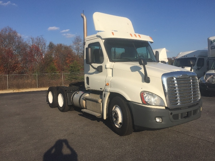 Day Cab Tractor-Heavy Duty Tractors-Freightliner-2012-Cascadia 12564ST-GREENVILLE-SC-557,908 miles-$33,000