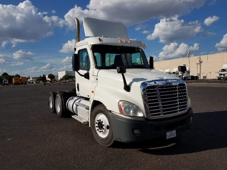 Day Cab Tractor-Heavy Duty Tractors-Freightliner-2012-Cascadia 12564ST-LAREDO-TX-665,264 miles-$26,500