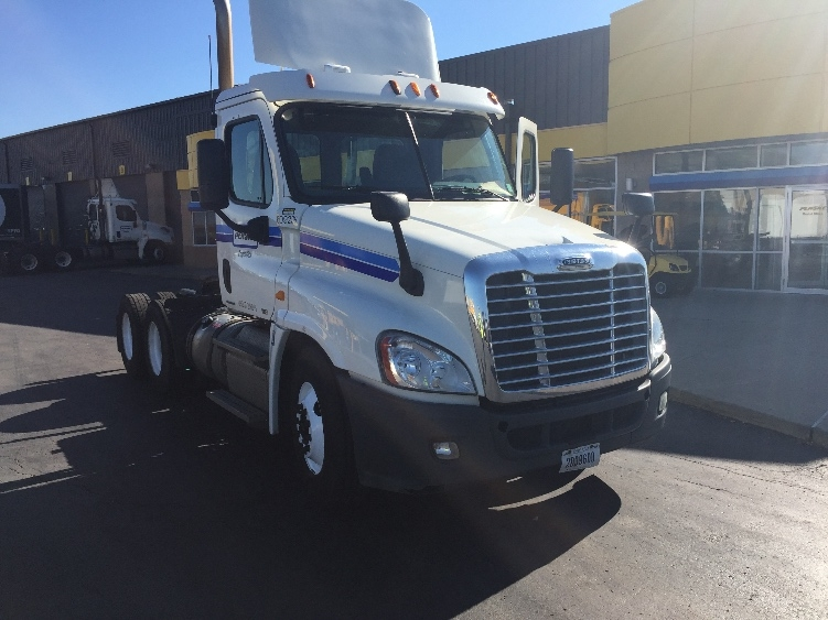 Day Cab Tractor-Heavy Duty Tractors-Freightliner-2012-Cascadia 12564ST-KANSAS CITY-MO-466,221 miles-$41,000