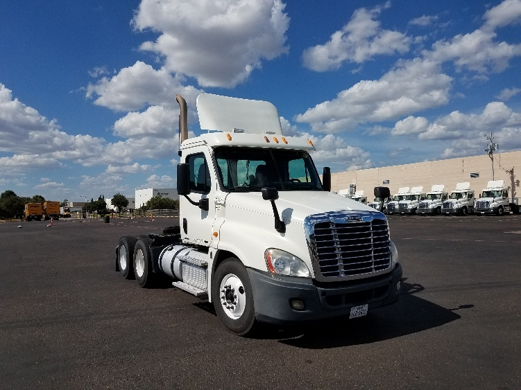 Day Cab Tractor-Heavy Duty Tractors-Freightliner-2012-Cascadia 12564ST-LAREDO-TX-699,406 miles-$26,500