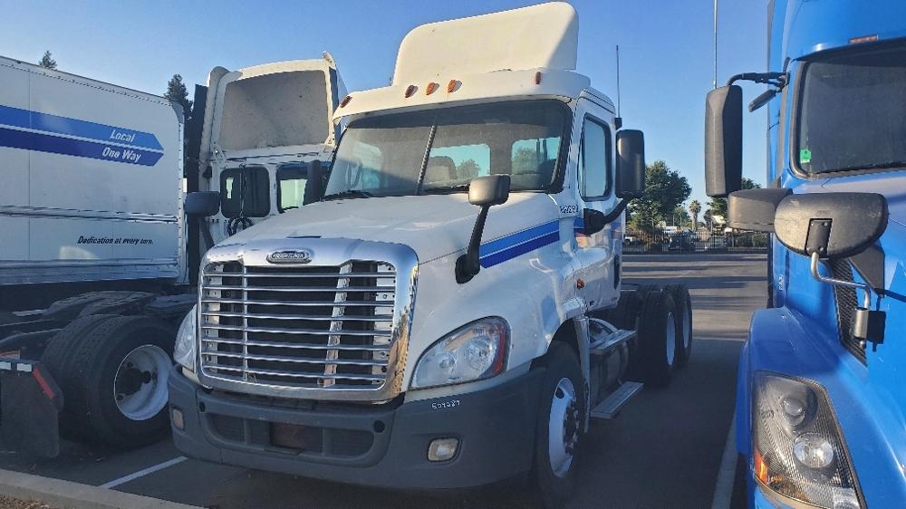 Day Cab Tractor-Heavy Duty Tractors-Freightliner-2012-Cascadia 12564ST-FLINT-MI-696,380 miles-$33,000