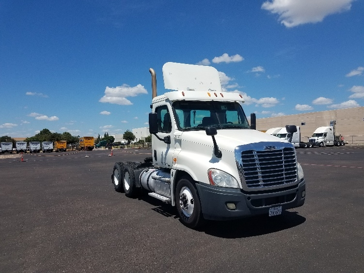 Day Cab Tractor-Heavy Duty Tractors-Freightliner-2012-Cascadia 12564ST-LAREDO-TX-635,989 miles-$26,500