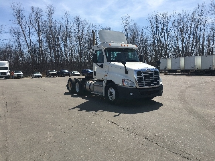 Day Cab Tractor-Heavy Duty Tractors-Freightliner-2012-Cascadia 12564ST-FLINT-MI-702,839 miles-$9,000