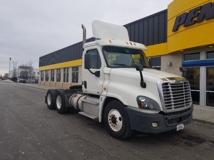 Day Cab Tractor-Heavy Duty Tractors-Freightliner-2012-Cascadia 12564ST-ELK GROVE VILLAGE-IL-382,141 miles-$33,000