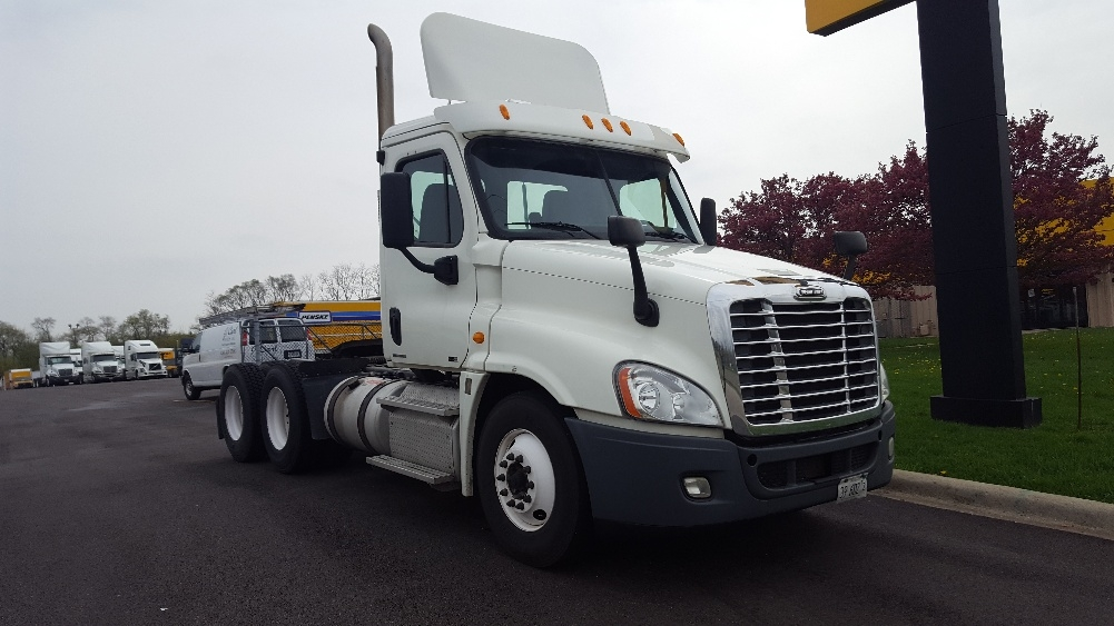 Day Cab Tractor-Heavy Duty Tractors-Freightliner-2012-Cascadia 12564ST-WEST CHICAGO-IL-226,581 miles-$45,250