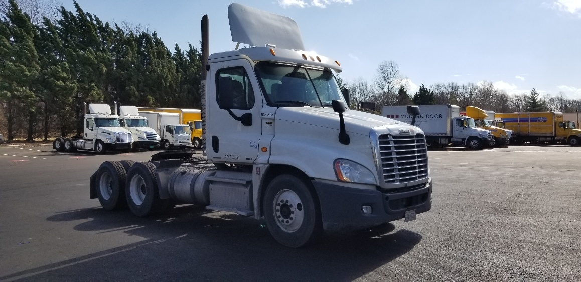 Day Cab Tractor-Heavy Duty Tractors-Freightliner-2012-Cascadia 12564ST-CAPITOL HEIGHTS-MD-626,101 miles-$31,500