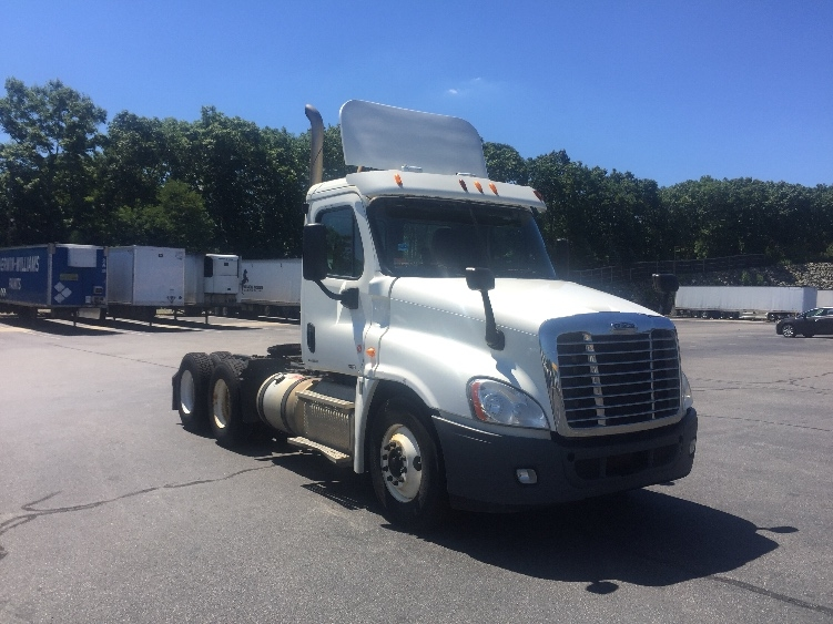 Day Cab Tractor-Heavy Duty Tractors-Freightliner-2012-Cascadia 12564ST-CRANSTON-RI-444,395 miles-$27,250