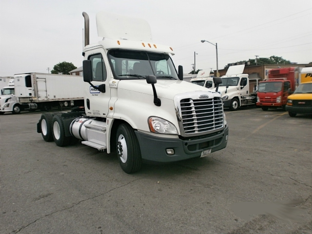 Day Cab Tractor-Heavy Duty Tractors-Freightliner-2012-Cascadia 12564ST-COLUMBIA-TN-672,384 miles-$34,000