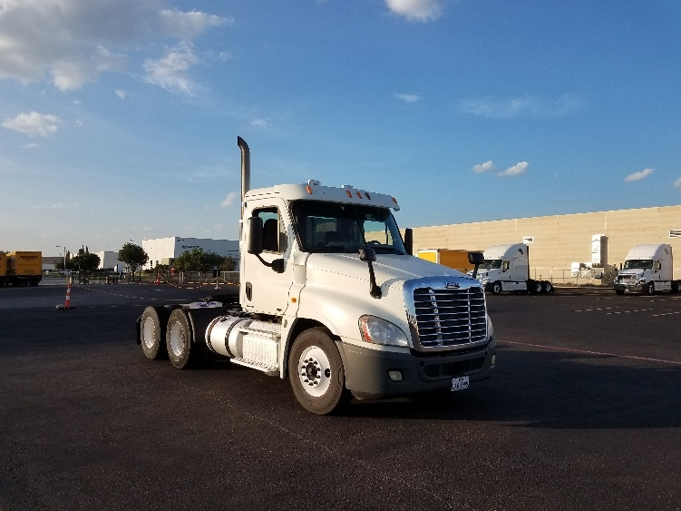 Day Cab Tractor-Heavy Duty Tractors-Freightliner-2012-Cascadia 12564ST-LAREDO-TX-620,951 miles-$27,500