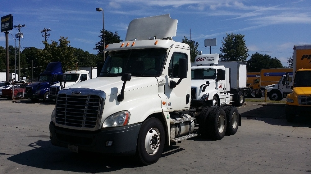 Day Cab Tractor-Heavy Duty Tractors-Freightliner-2012-Cascadia 12564ST-CHARLOTTE-NC-695,041 miles-$28,750