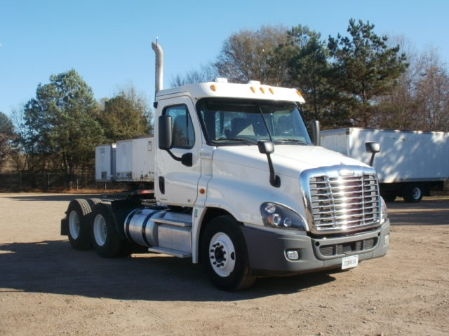 Day Cab Tractor-Heavy Duty Tractors-Freightliner-2012-Cascadia 12564ST-HATTIESBURG-MS-561,067 miles-$11,000