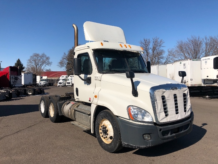 Day Cab Tractor-Heavy Duty Tractors-Freightliner-2012-Cascadia 12564ST-BROOKLYN PARK-MN-501,277 miles-$33,000