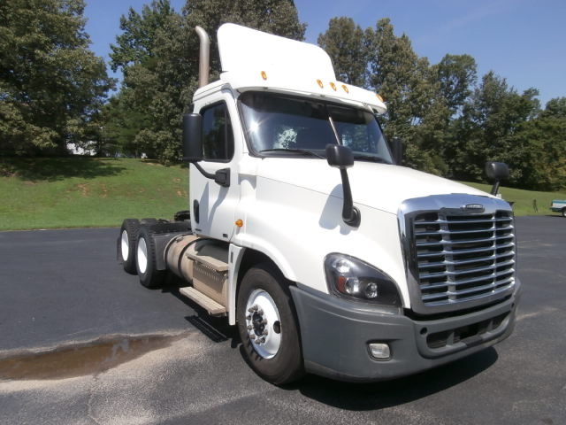 Day Cab Tractor-Heavy Duty Tractors-Freightliner-2012-Cascadia 12564ST-PARAGOULD-AR-240,594 miles-$47,000
