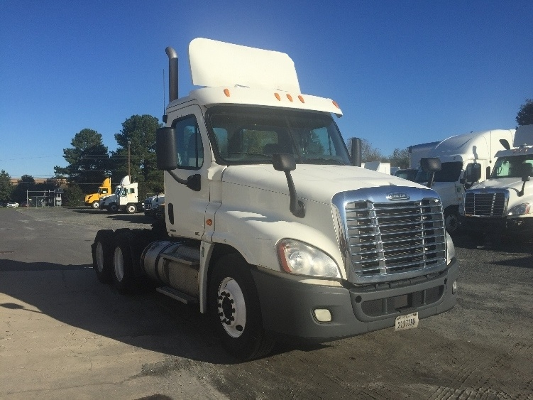 Day Cab Tractor-Heavy Duty Tractors-Freightliner-2012-Cascadia 12564ST-PARKERSBURG-WV-528,470 miles-$29,000