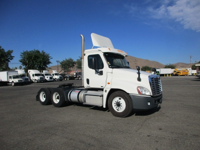 Day Cab Tractor-Heavy Duty Tractors-Freightliner-2012-Cascadia 12564ST-TORRANCE-CA-763,626 miles-$26,500