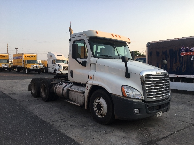 Day Cab Tractor-Heavy Duty Tractors-Freightliner-2012-Cascadia 12564ST-WEST BABYLON-NY-278,082 miles-$33,500