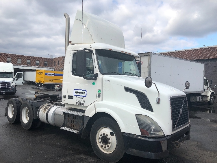 Day Cab Tractor-Heavy Duty Tractors-Volvo-2012-VNL64T300-SOUTH KEARNY-NJ-233,869 miles-$34,000