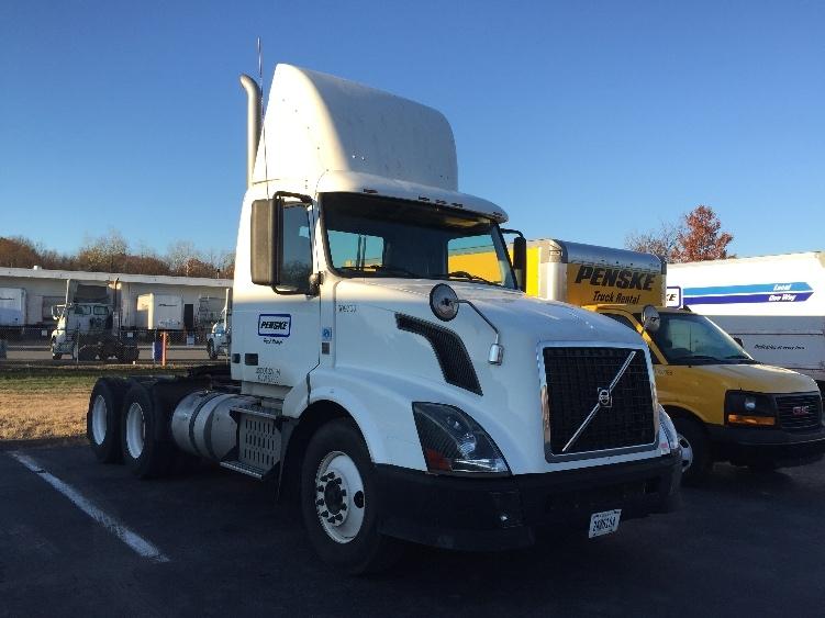 Day Cab Tractor-Heavy Duty Tractors-Volvo-2012-VNL64T300-MILFORD-DE-441,568 miles-$27,000