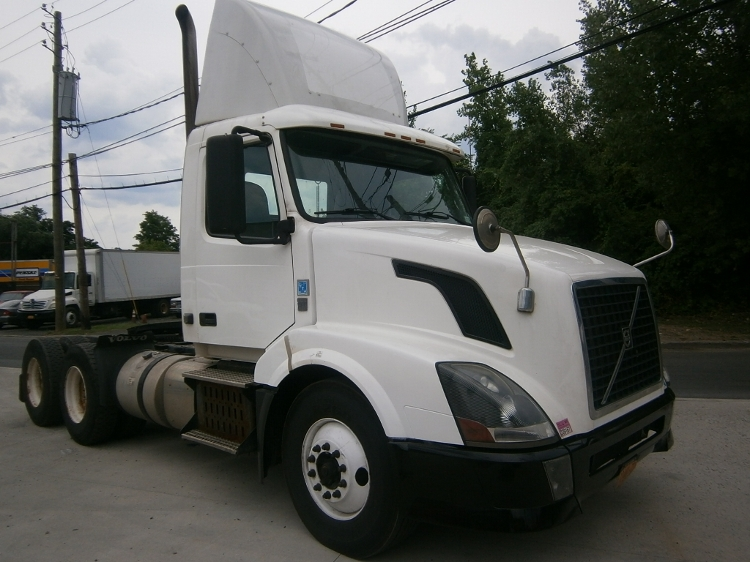 Day Cab Tractor-Heavy Duty Tractors-Volvo-2012-VNL64T300-ELMSFORD-NY-125,776 miles-$45,500