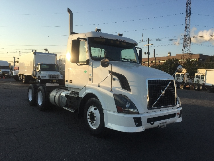Day Cab Tractor-Heavy Duty Tractors-Volvo-2012-VNL64T300-SOUTH PLAINFIELD-NJ-162,985 miles-$36,000