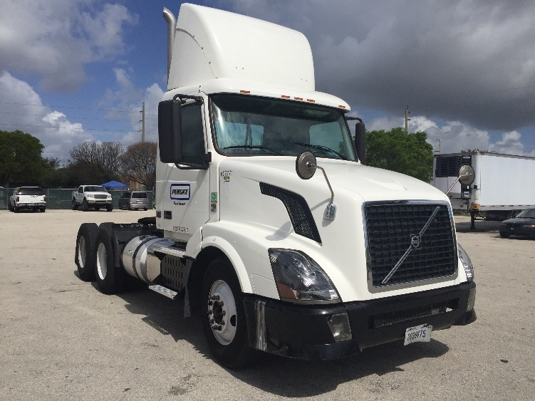 Day Cab Tractor-Heavy Duty Tractors-Volvo-2012-VNL64T300-POMPANO BEACH-FL-254,959 miles-$43,250
