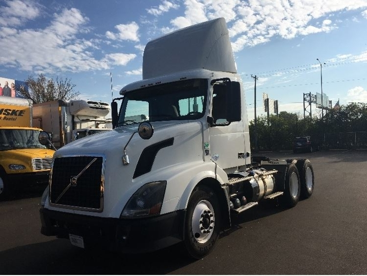 Day Cab Tractor-Heavy Duty Tractors-Volvo-2012-VNL64T300-MILWAUKEE-WI-326,822 miles-$33,500