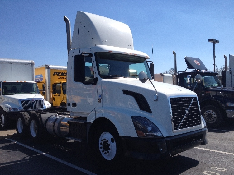 Day Cab Tractor-Heavy Duty Tractors-Volvo-2012-VNL64T300-YORK-PA-201,949 miles-$41,750