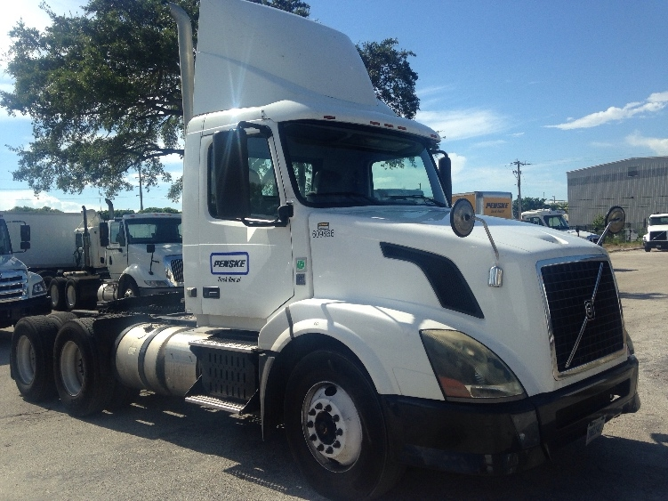 Day Cab Tractor-Heavy Duty Tractors-Volvo-2012-VNL64T300-MEDLEY-FL-285,927 miles-$30,500