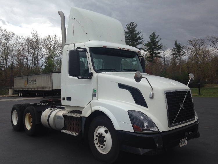 Day Cab Tractor-Heavy Duty Tractors-Volvo-2012-VNL64T300-LONDONDERRY-NH-214,724 miles-$33,750