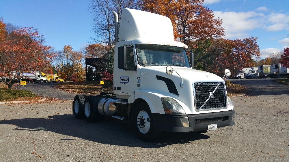 Day Cab Tractor-Heavy Duty Tractors-Volvo-2012-VNL64T300-FRAMINGHAM-MA-254,869 miles-$32,500