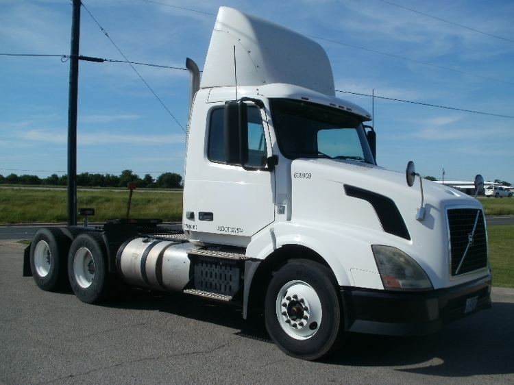 Day Cab Tractor-Heavy Duty Tractors-Volvo-2012-VNL64T300-WACO-TX-263,947 miles-$31,250