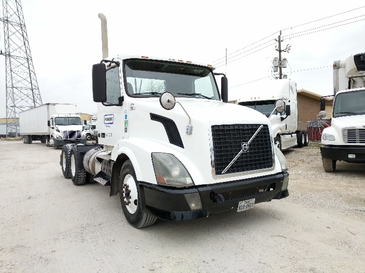 Day Cab Tractor-Heavy Duty Tractors-Volvo-2012-VNL64T300-HOUSTON-TX-243,207 miles-$31,500