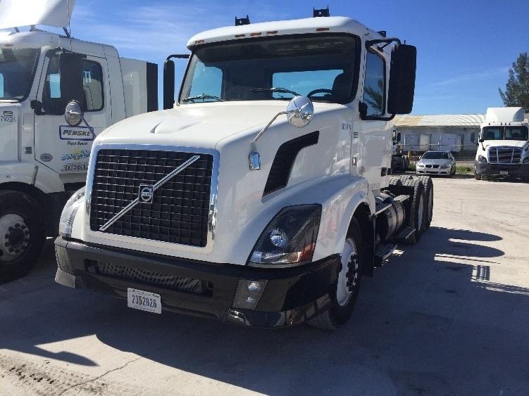 Day Cab Tractor-Heavy Duty Tractors-Volvo-2012-VNL64T300-POMPANO BEACH-FL-253,905 miles-$32,500