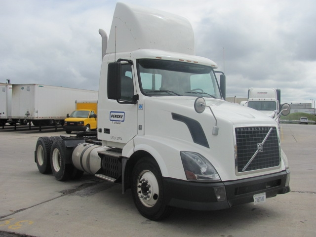 Day Cab Tractor-Heavy Duty Tractors-Volvo-2012-VNL64T300-DAVENPORT-IA-216,981 miles-$36,000