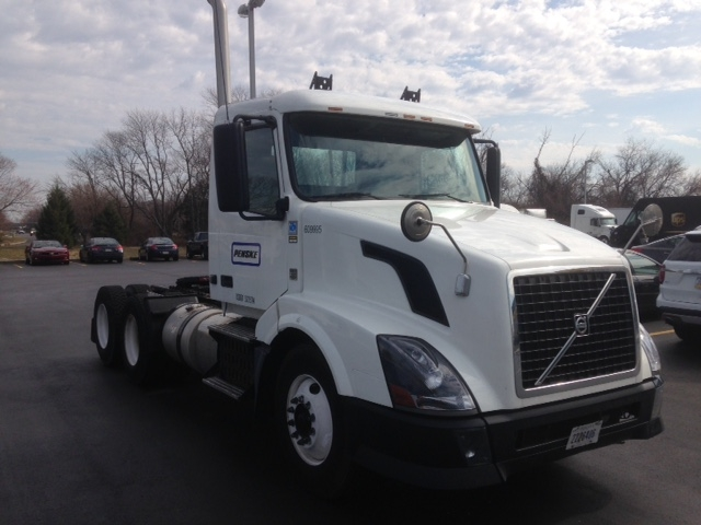 Day Cab Tractor-Heavy Duty Tractors-Volvo-2012-VNL64T300-MILFORD-DE-305,545 miles-$31,500