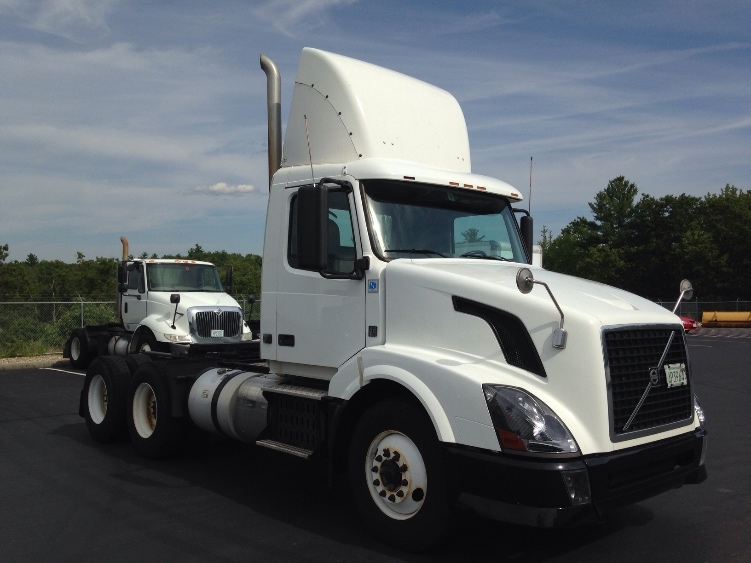 Day Cab Tractor-Heavy Duty Tractors-Volvo-2012-VNL64T300-LONDONDERRY-NH-735,463 miles-$23,250