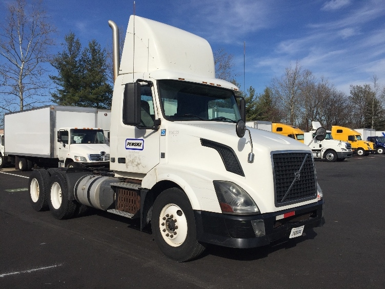 Day Cab Tractor-Heavy Duty Tractors-Volvo-2012-VNL64T300-CAPITOL HEIGHTS-MD-489,021 miles-$30,000