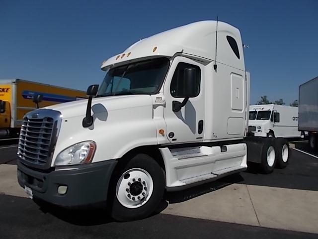 Sleeper Tractor-Heavy Duty Tractors-Freightliner-2012-Cascadia 12564ST-WICHITA-KS-424,486 miles-$47,000