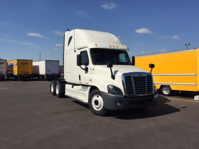 Sleeper Tractor-Heavy Duty Tractors-Freightliner-2012-Cascadia 12564ST-TUCSON-AZ-567,327 miles-$35,000