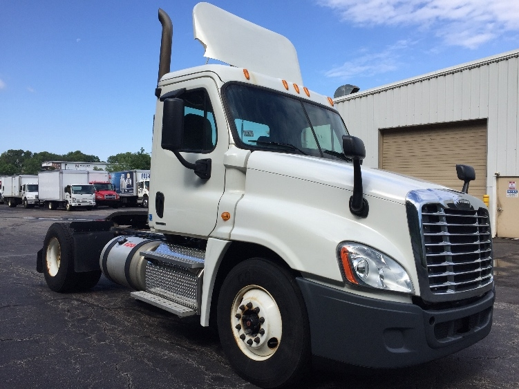 Day Cab Tractor-Heavy Duty Tractors-Freightliner-2011-Cascadia 12542ST-AUBURN-MA-185,775 miles-$31,000