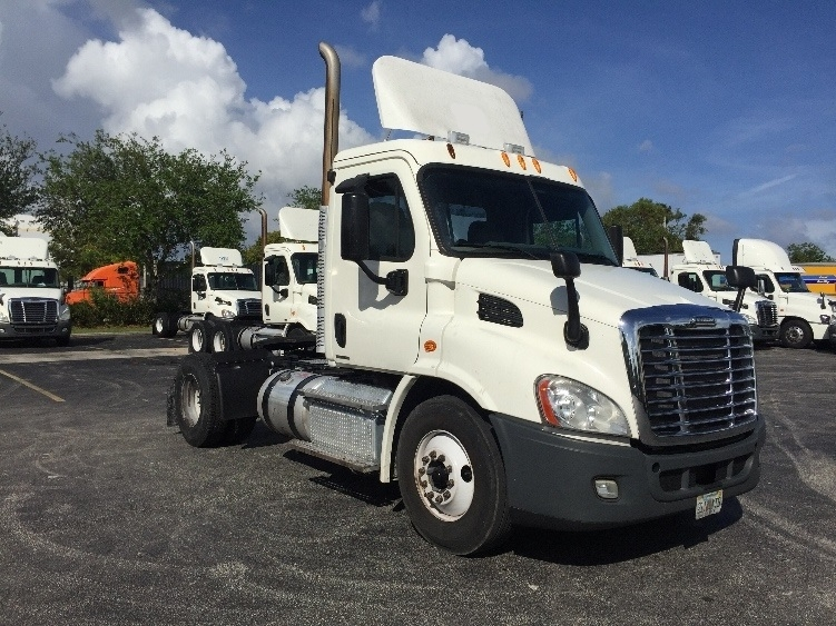 Day Cab Tractor-Heavy Duty Tractors-Freightliner-2012-Cascadia 11342ST-RIVIERA BEACH-FL-624,545 miles-$29,500